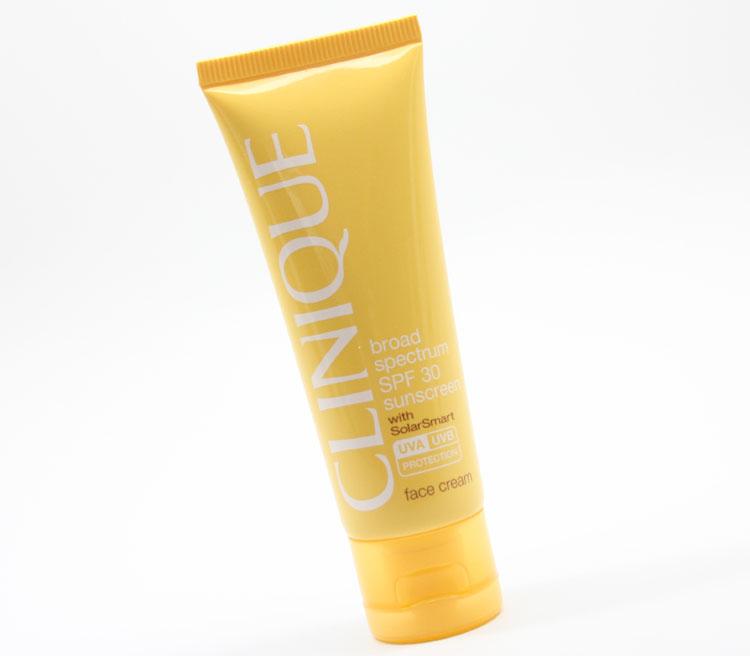 مرطوب کننده و ضد آفتاب کلینیک